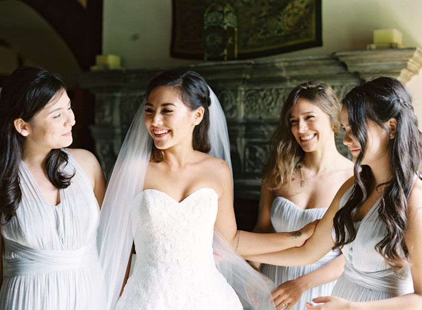 bride-smiling-with-her-bridesmaids