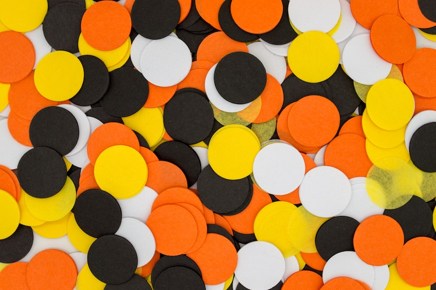 Cut out paper circles orange black and white - plastic free Halloween decorations